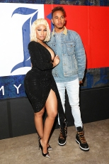 nicki-minaj-lewis-hamilton-cozy-up-at-his-nyfw-show-ebd